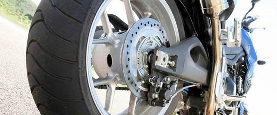Alinhamento de roda de liga leve e raiada